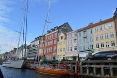 在运河的小船在哥本哈根 库存照片