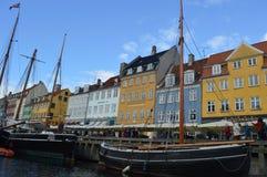 在运河的小船在哥本哈根 库存图片