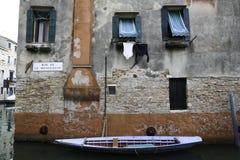 在运河的小船 免版税库存照片