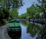 在运河的居住船 库存照片