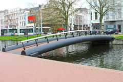 在运河的桥梁在鹿特丹。 库存图片
