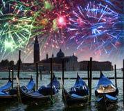 在运河的欢乐烟花重创在威尼斯 图库摄影