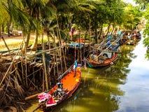 在运河的渔船 免版税库存照片