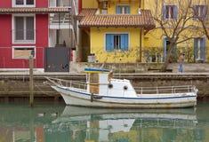 在运河的被停泊的小船 库存图片