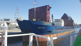 在运河的运输船航行 库存照片