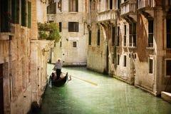 在运河的长平底船在威尼斯 免版税图库摄影