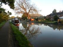 在运河的Narrowboat 免版税库存图片