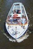 在运河的Tourboat,阿姆斯特丹中心 免版税库存照片