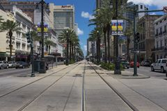 在运河街道的街道场面在市的街市新奥尔良,路易斯安那 图库摄影