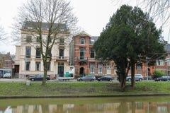 在运河附近的老大厦在乌得勒支, Neth的历史的中心 库存图片