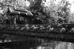 在运河,清迈的小桥梁 免版税库存照片