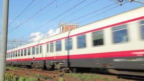 在运送中Frecciabianca高速旅客列车 股票视频