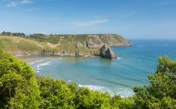在近三峭壁海湾的Gower海岸威尔士对Oxwich 免版税库存图片