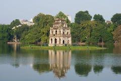 在返回的剑的湖的乌龟塔在河内的历史中心 越南 免版税库存照片