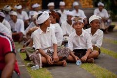 在进行的Melasti仪式期间的子项在巴厘岛 免版税库存图片