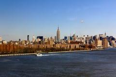 在远处城市中间地区纽约 库存图片