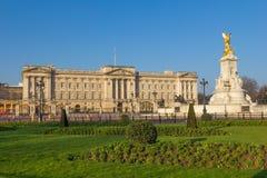 从在远处的白金汉宫 免版税库存照片