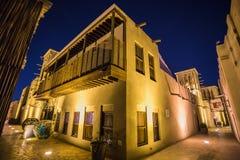 在迪拜的老部分的阿拉伯街道 免版税库存图片