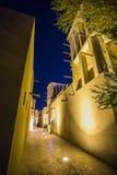 在迪拜的老部分的阿拉伯街道 库存照片