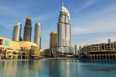 在迪拜购物中心和地址旅馆的看法 免版税图库摄影