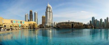 在迪拜购物中心和地址旅馆的看法 免版税库存照片