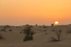 在迪拜附近的沙丘沙漠在阿拉伯联合酋长国 免版税库存照片