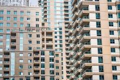 在迪拜,阿拉伯联合酋长国详述现代buidlings看法  库存照片