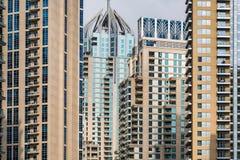 在迪拜,阿拉伯联合酋长国详述现代buidlings看法  免版税图库摄影