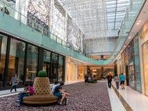 在迪拜购物中心的时尚大道 库存图片