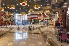 在迪拜购物中心的食品店 免版税库存图片