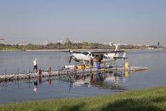 在迪拜Creek停放的水上飞机 免版税图库摄影