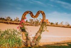在迪拜Love湖的木心脏 免版税库存图片