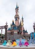 在迪斯尼乐园巴黎的迪斯尼公主展示 免版税库存图片