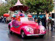 在迪斯尼乐园巴黎的Mulan和Mushu 库存图片