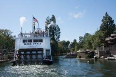 在迪斯尼乐园的马克・吐温河船,加利福尼亚 免版税图库摄影