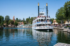 在迪斯尼乐园,加利福尼亚的马克・吐温河船 库存图片