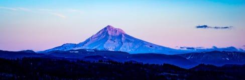 在退色的光的Mt敞篷 图库摄影