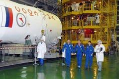 在适合检查以后的ISS乘员组 库存照片