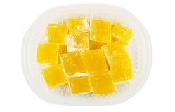 在透明塑料盒的黄色土耳其快乐糖 库存图片