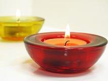 在透明枝形吊灯的蜡烛 免版税库存照片