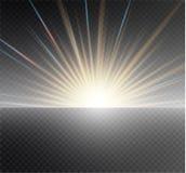 在透明背景的白色发光的轻的爆炸爆炸 传染媒介例证与光芒的光线影响装饰 免版税图库摄影