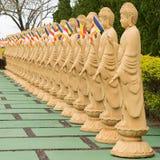 在透视的许多菩萨雕象在佛教寺庙 免版税图库摄影
