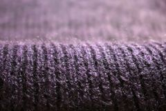 在透视的黑暗的紫色球衣对被弄脏的背景 免版税库存照片