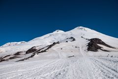 在途中登上Elbrusï ¿ ½ 库存照片