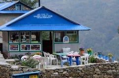 在途中的宾馆咖啡馆对珠穆琅玛营地, Khumbu地区,尼泊尔 图库摄影