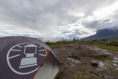 在途中的露营地对Roraima tepui, Gran Sabana,委内瑞拉 免版税库存照片