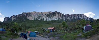 在途中的露营地对Roraima tepui, Gran Sabana,委内瑞拉 免版税库存图片