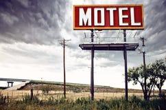 在途径66,美国的老汽车旅馆符号 库存照片