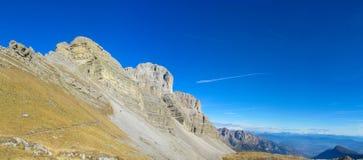 在通行证, Dolomiti di Brenta上的白云岩山 免版税库存图片