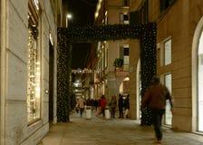 在通过della Spiga交叉点的圣诞灯有S的 andreas 图库摄影